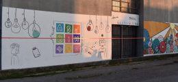 Oslikavanjem murala mladi uređuju zidove škola