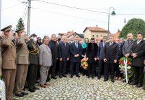 Članovi porodice, zvaničnici i drugi građani odali počast Aliji Izetbegović na godišnjicu smrti